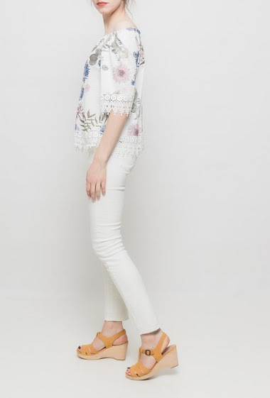 Off shoulder top, lace border, flowers pattern, 3/4 sleeves. TU corresponds to T38/40