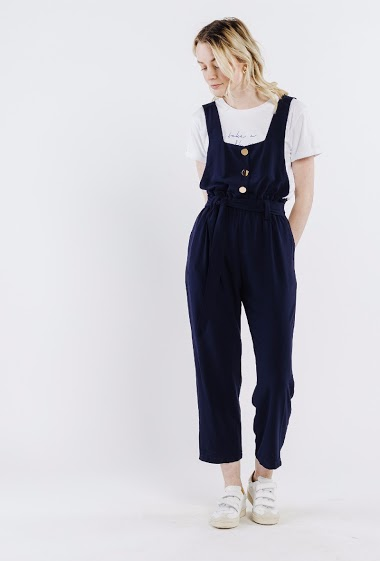 Woman jumpsuit, 3 metal buttons, suspenders, straight cut. The model is 172 cm and wears S.
