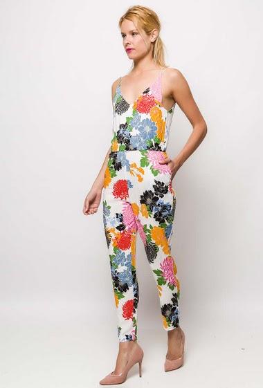 Combinaison avec fleurs imprimées, bretelles croisées dans le dos. La mannequin mesure 177cm et porte du S. Longueur:140cm