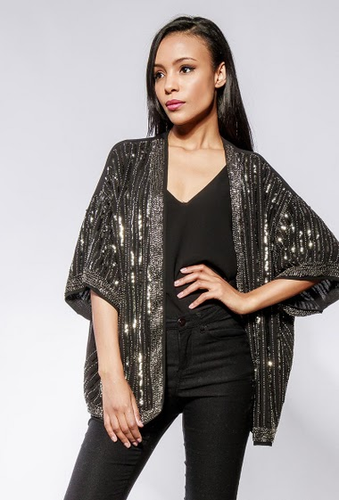 Cardigan decorated with pearls and sequins, short sleeves, open front, perfect for parties. The model measures 170cm and wears S