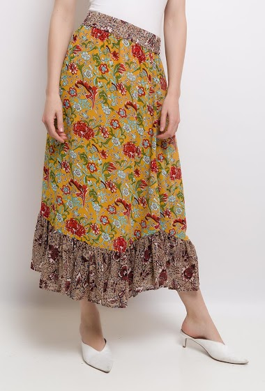 Printed skirt, elastic waist, low ruffles. The model is 177 cm tall and is wearing a size S.
