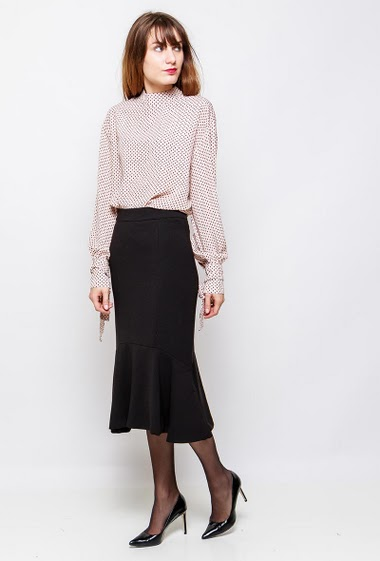 Skirt with flared border. The model measures 178cm and wears S/M