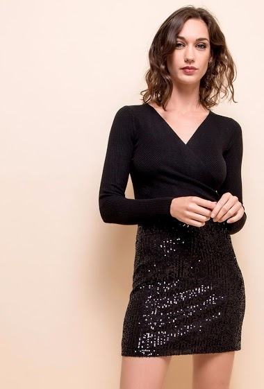 Mini sequined skirt. The model is 172 cm tall and is wearing a size S.