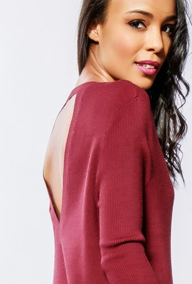 Sweater in soft knit, open back. The model measures 170cm and wears S/M