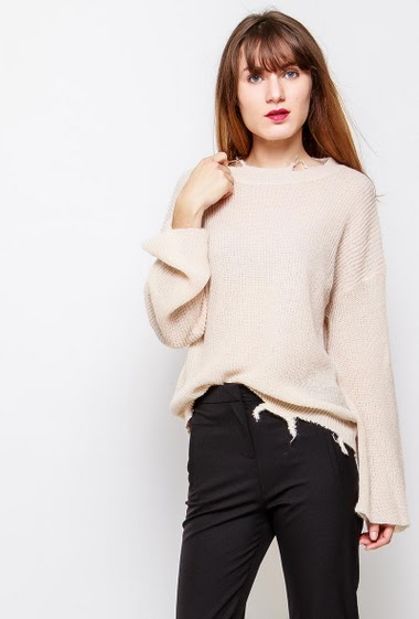 Shiny sweater with ripped border, loose fit. The model measures 178cm and wears M - Composition : 43%Acrylique-23%Polyamide-14%Polyester- 8%P.U.-8%Laine-4%Mohair
