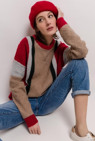 Cable knit soft sweater. The model measures 178cm and wears S/M. Length:60cm