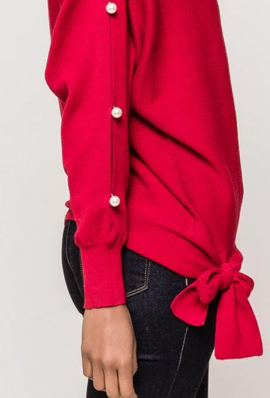 Sweater with tie side, sleeves with pearls. The model measures 177cm and wears S