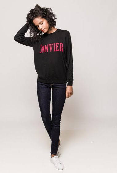 Soft sweater, fine knit, casual fit. The model measures 177cm and wears S
