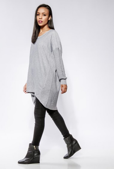 Knitted sweater, loose fit. The model measures 170cm, one size corresponds to 38-42