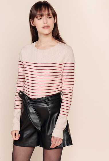 Striped sweater, round neckline, long sleeves. The model is 172 cm tall and is wearing a size S.