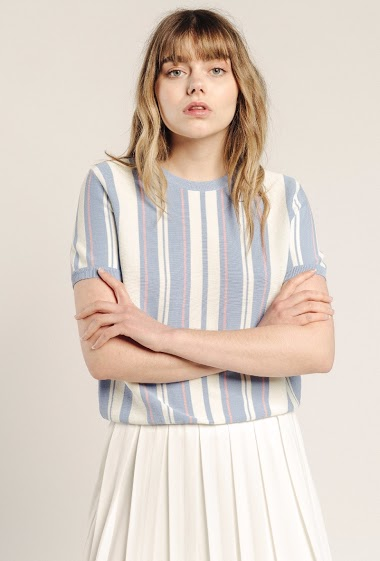 Striped women's sweater, round neck, short sleeves. The model is 172 cm and wears S.