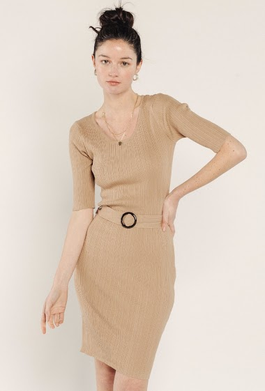 Fancy knit dress, round neck, short sleeves, belted. The model is 172 cm and wears S.