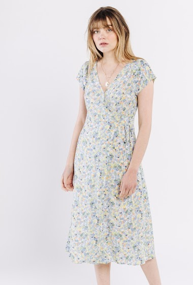 Mid-length floral print dress, wrap-around, V-neck, short sleeves. The model is 172 cm and wears S.