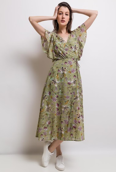Long dress, printed, hides heart, flying sleeve. The model measures 178cm and wears S.