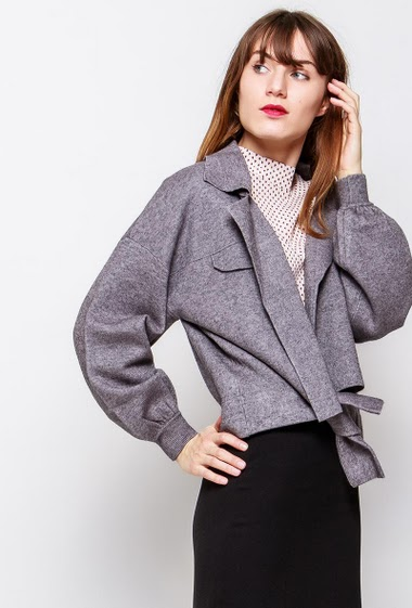 Open jacket, thick knit, tie closure. The model measures 178cm and wears M