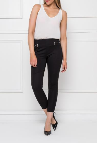 Casual leggings with elastic and hight waist, fancy zips, invisible zip on the side