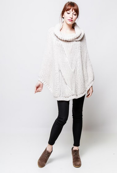 Knitted poncho, high collar, casual fit. The model measures 174cm, one size corresponds to 38-40