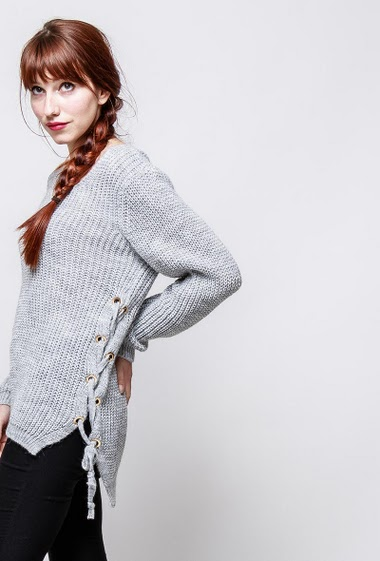 Lace-up sweater, casual fit. The model measures 174cm, one size corresponds to 38-40