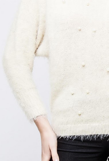 Fluffy and soft sweater, decorative pearls. The model measures 174cm, one size corresponds to 38-40