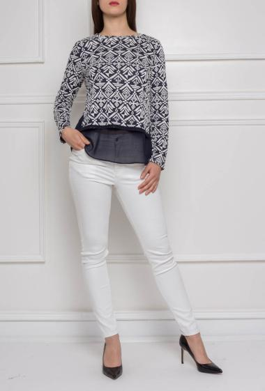 Sweater with geometric printed, long sleeves
