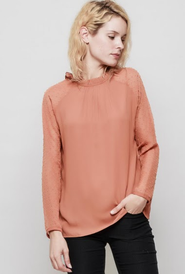 Blouse with spotted sleeves, crew neck, button back closure, fluid and lightweight fabric. The mannequin measures 177 cm and wears S