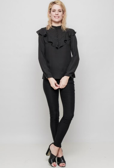 Lightweight blouse, ruffles, buttons, regular fit. The mannequin measures 177 cm and wears S