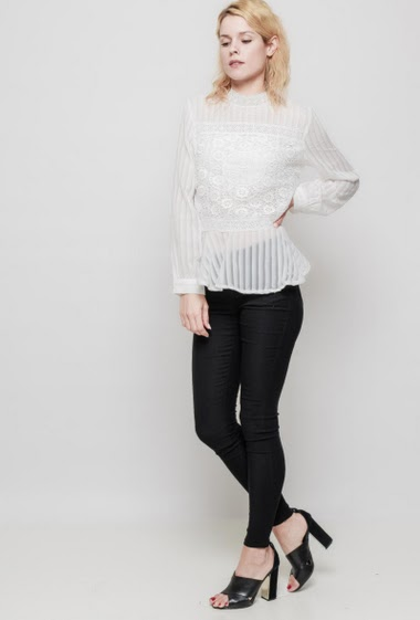 Striped blouse with applied lace, long sleeves, zip side closure, button back closure, transparent fabric. The mannequin measures 177 cm and wears S