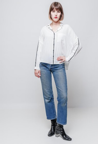 Cotton blend shirt, dropped shoulders, loose fit. The mannequin measures 172 cm and wears S/M