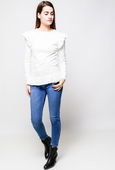 Sweater in soft knit, fancy ruffles. The model measures 172cm, one size corresponds to 38-40