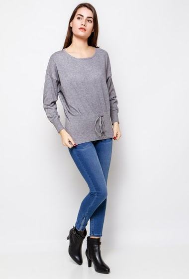 Soft sweater, adjusted and lace-up waist. The model measures 172cm, one size corresponds to 38-40