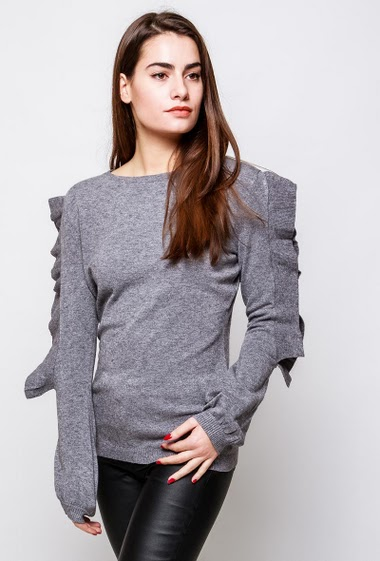 Knitted sweater, refined lace yoke, ruffles. The model measures 172cm, one size corresponds to 38-40