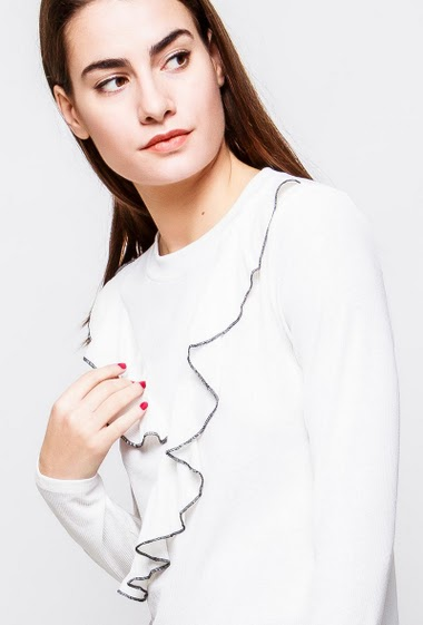 T-shirt with long sleeves, ruffles with contrasting border. The model measures 172cm and wears S