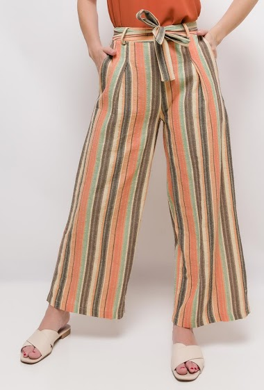 Wide leg pants with belt. The model measures 170cm and wears S