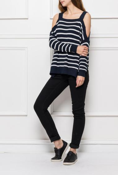 Knit pullover with stripes and col shoulders, loose fit