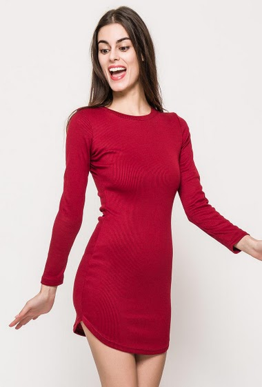 Slim dress, long sleeves, rib fabric, curved hem. The model measures 176cm and wears S/M. Length:85cm