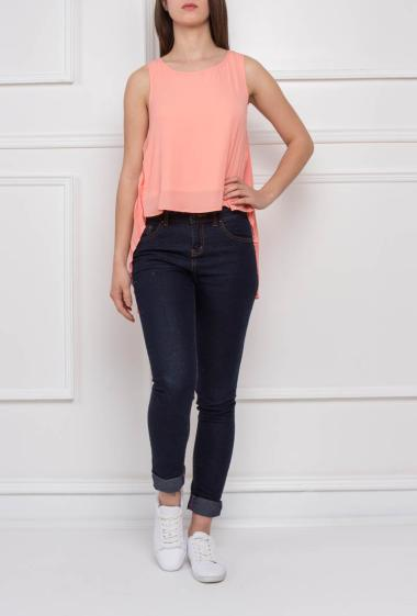 Sleeveless top with pleats on back
