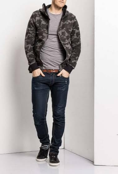 Zipped sweatshirt with hood, pockets