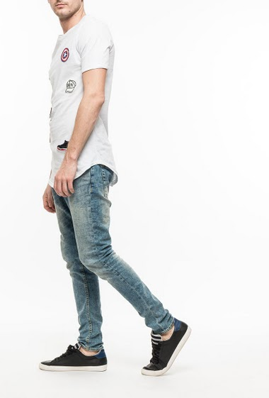 Cotton t-shirt with embroidered badges, long fit