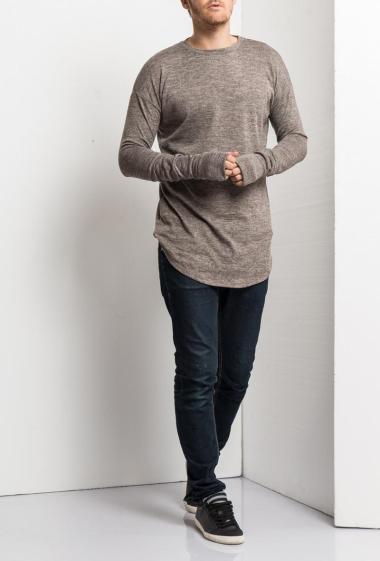 Long t-shirt with curved hem, long sleeves, casual fit