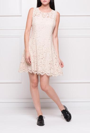 Sleeveless romantic dress in lace, drop buttoned