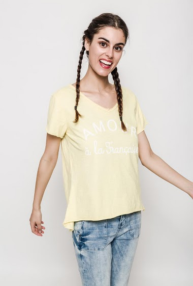 Short sleeve t-shirt, printed message. The model measures 176cm, one size corresponds to 10/12. Length:65cm