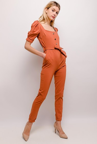 Jumpsuit with balloon sleeves. The model measures 170cm, one size corresponds to 10/12(UK) 38/40(FR)