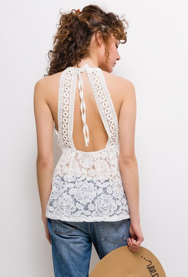 Tank top with open back, padded chest. The model measures 177cm, one size corresponds to 8/10(UK) 36/38(FR). Length:65cm