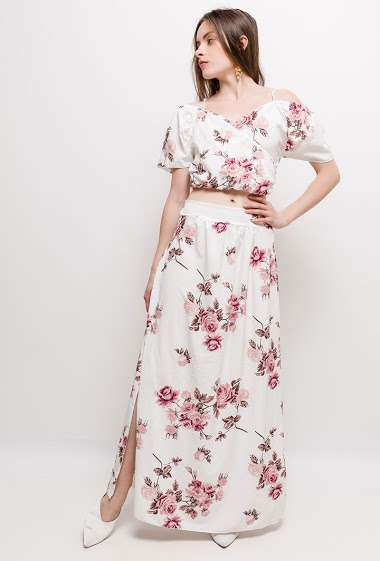 Crop top with maxi skirt, printed flowers. The model measures 168cm, one size corresponds to 10/12(UK) 38/40(FR)