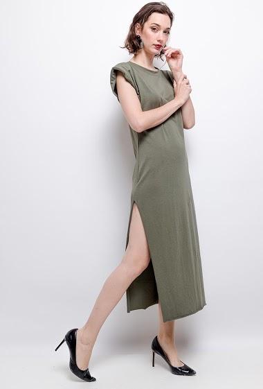 T-shirt dress, splits. The model measures 177 cm