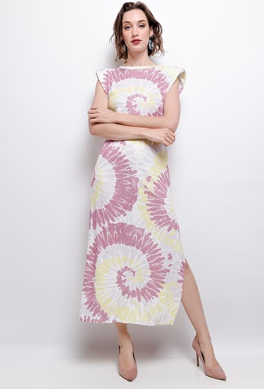 T-shirt dress, splits, tie & dye. The model measures 177 cm