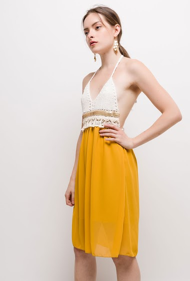 Dress with open back and crochet. The model measures 168cm, one size corresponds to 10/12(UK) 38/40(FR). Length:100cm