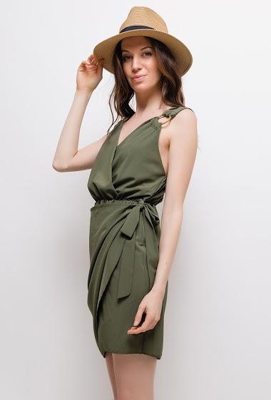 Robe avec anneaux. La mannequin mesure 177cm, TU correspond à 38/40. Longueur:90cm
