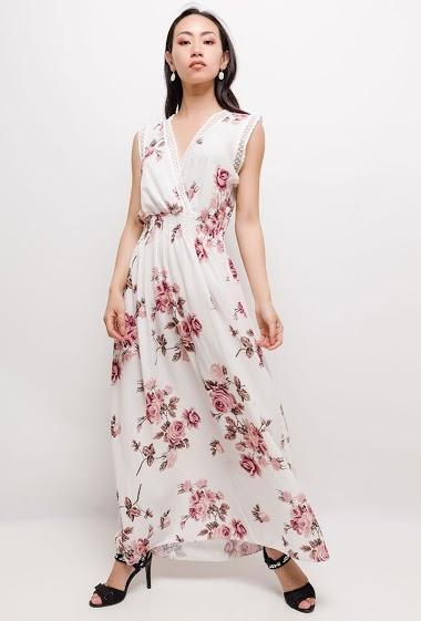 Robe longue à imprimé fleurs, détail en dentelle. La mannequin mesure 170cm, TU correspond à 38/40. Longueur:135cm