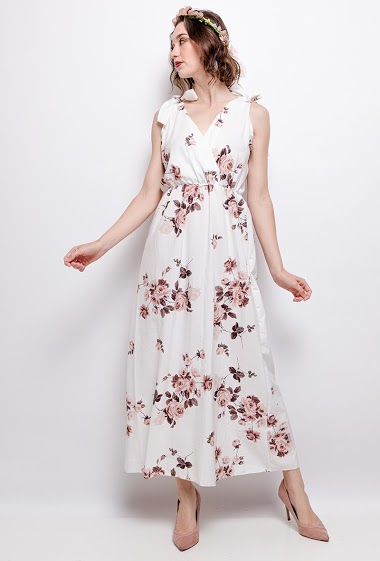 Maxi dress, printed flowers, knotted straps. The model measures 177 cm